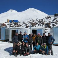 Grupo en campamento base del Elbrus