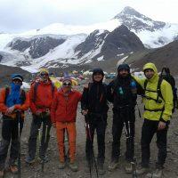 Grupo en Plaza de mulas expedicion aconcagua